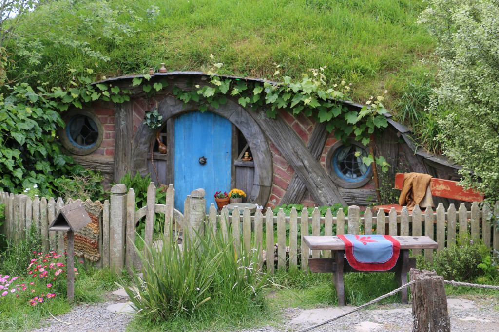 Hobbit hole.. house