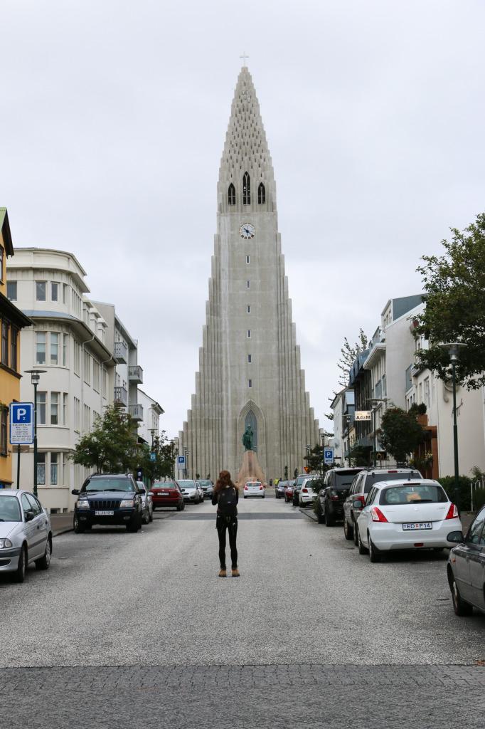 Hallgrímskirkja from street
