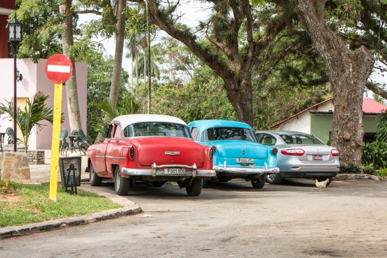 Driving in Cuba - Parking at Parque La Güira
